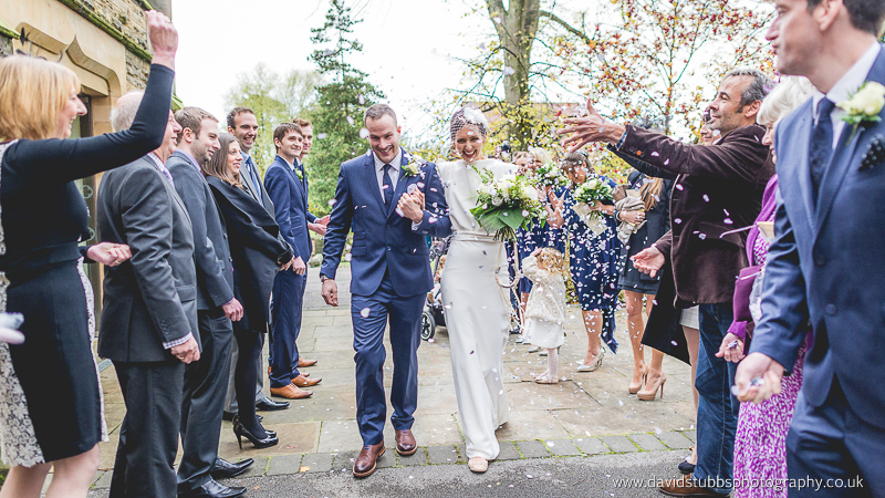 confetti photography at wedding