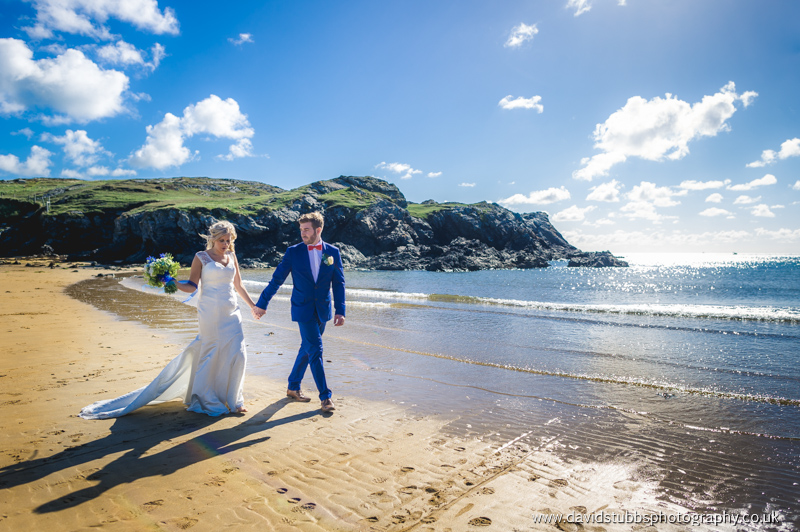 stunning and natural wedding photography on the beach on anglesea