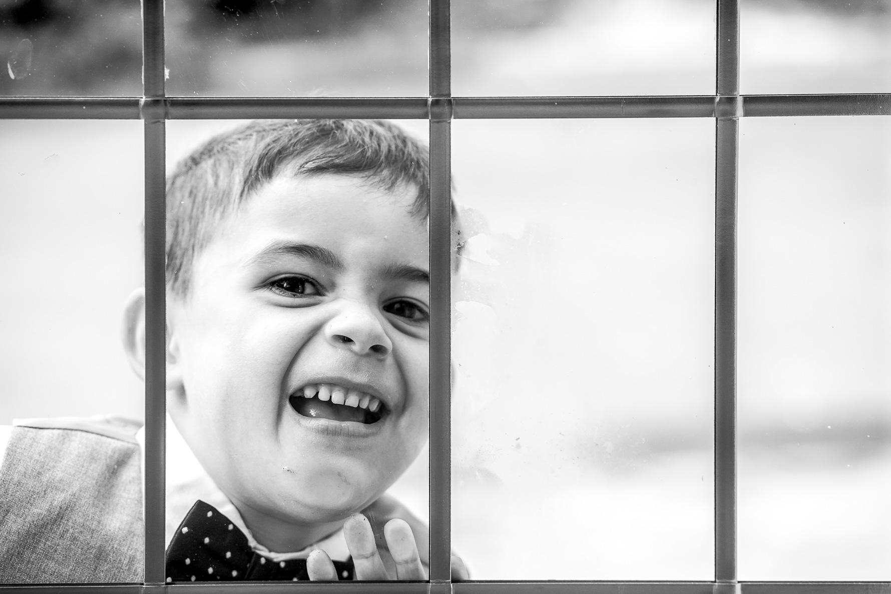 kid face in window