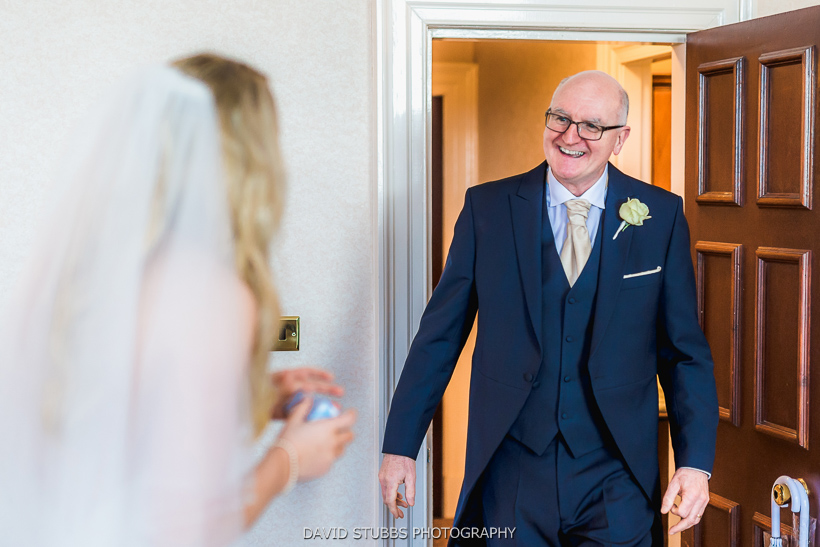 dad seeing daughter before wedding