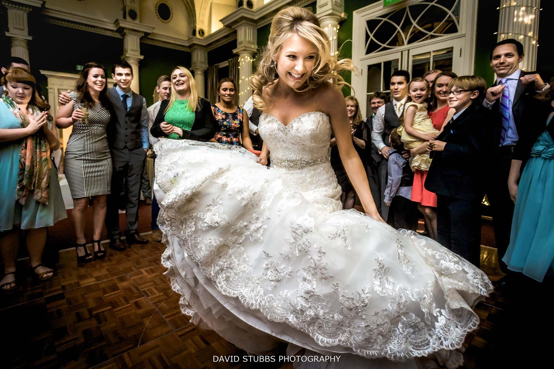bride int he dancefloor
