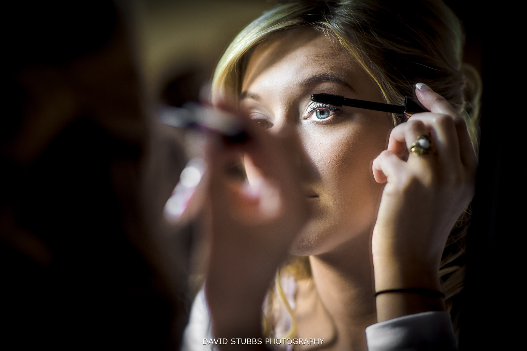 bride applying her make-up
