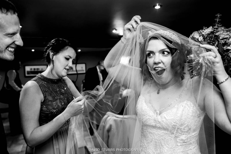 veil torn by bride at her wedding