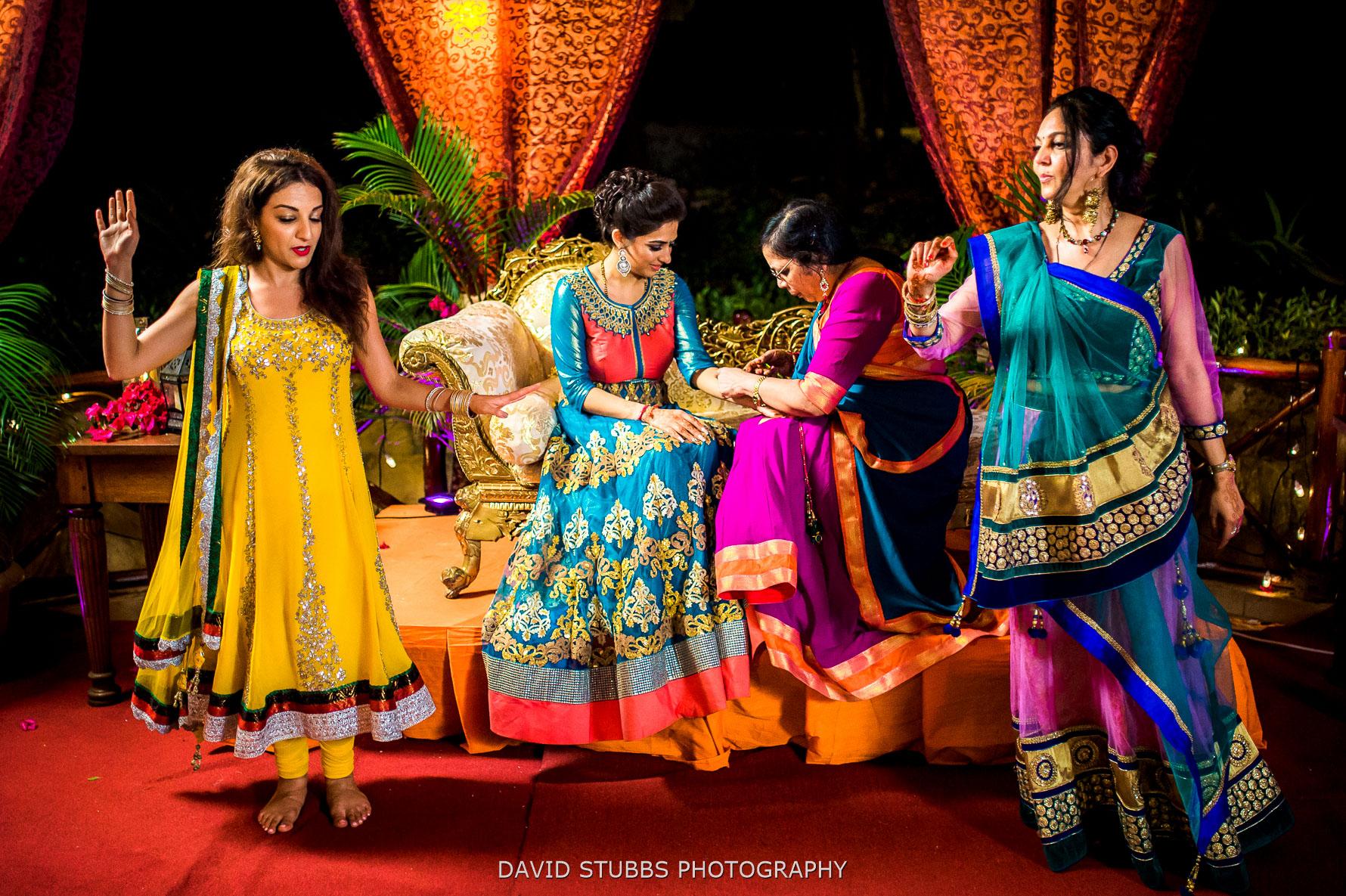 brides wedding henna