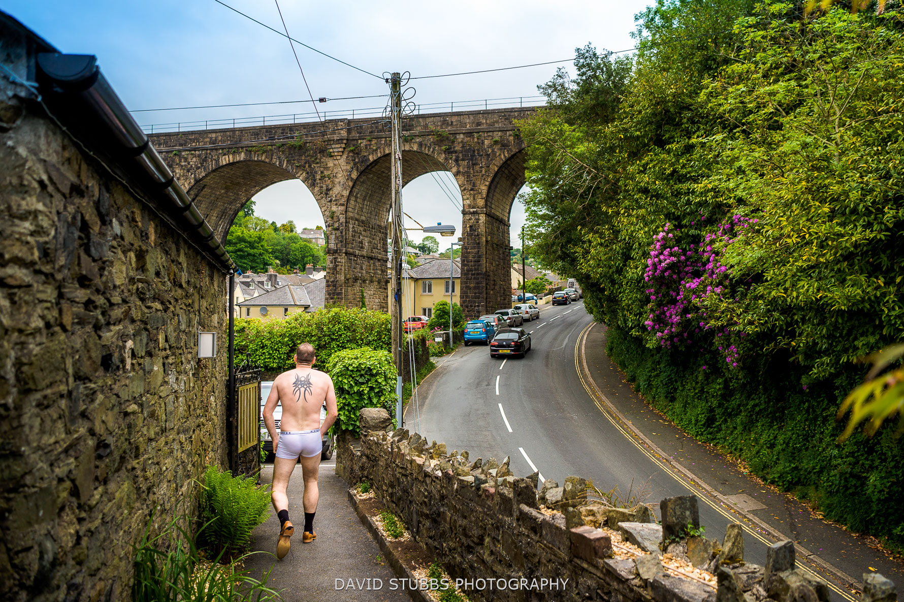 walking streets in boxers