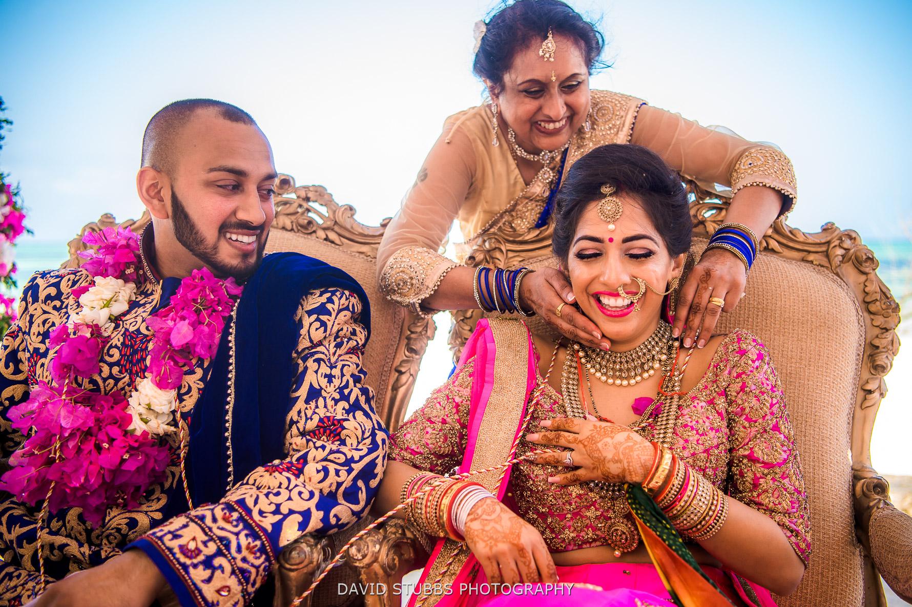 mum and wedding photographer
