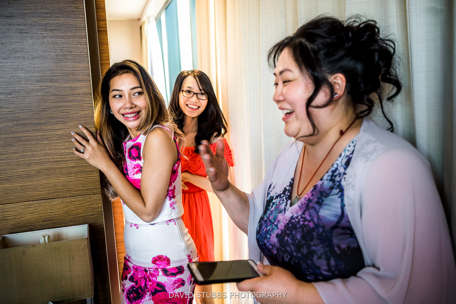 girls together in hotel room