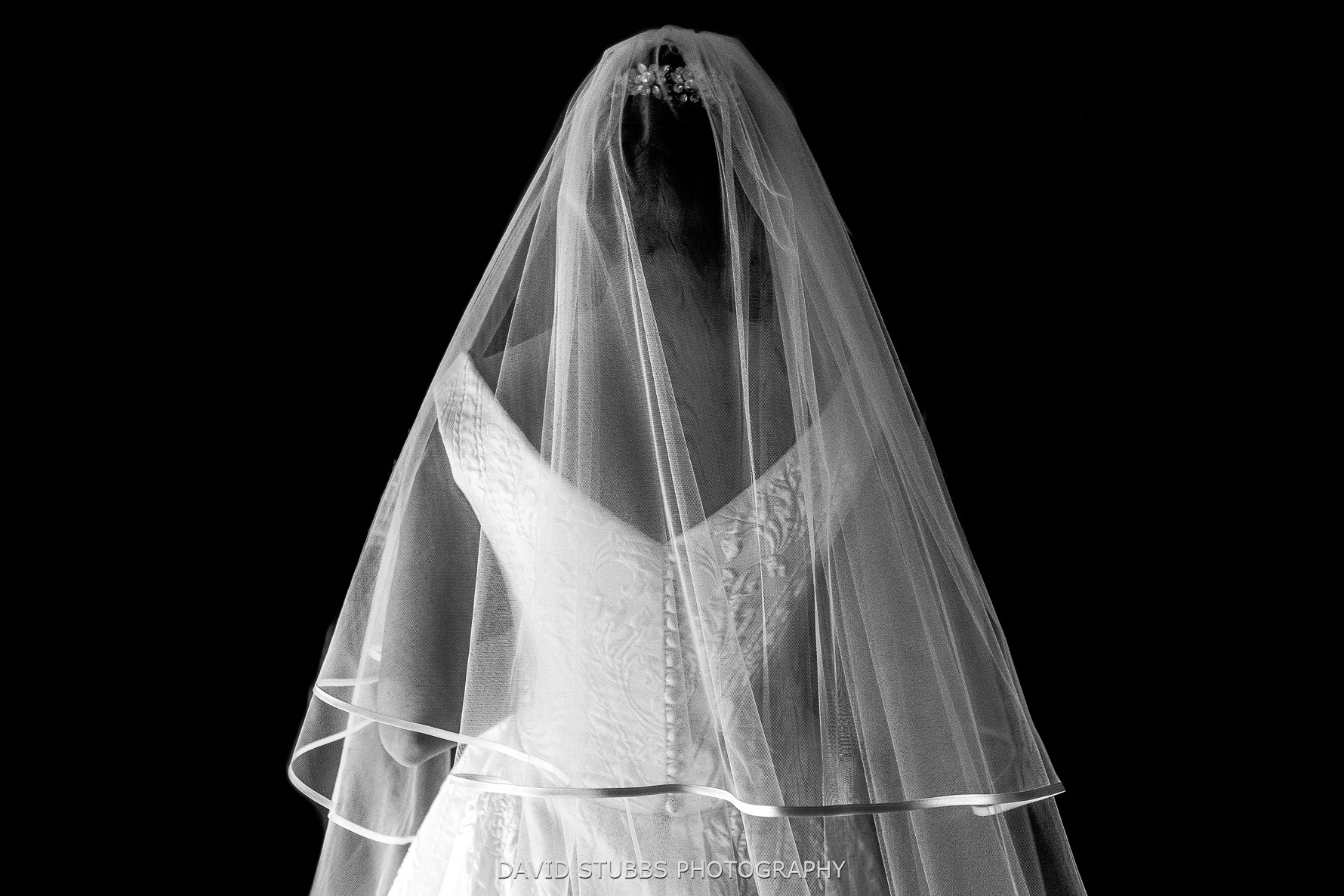 stunning wedding dress and veil
