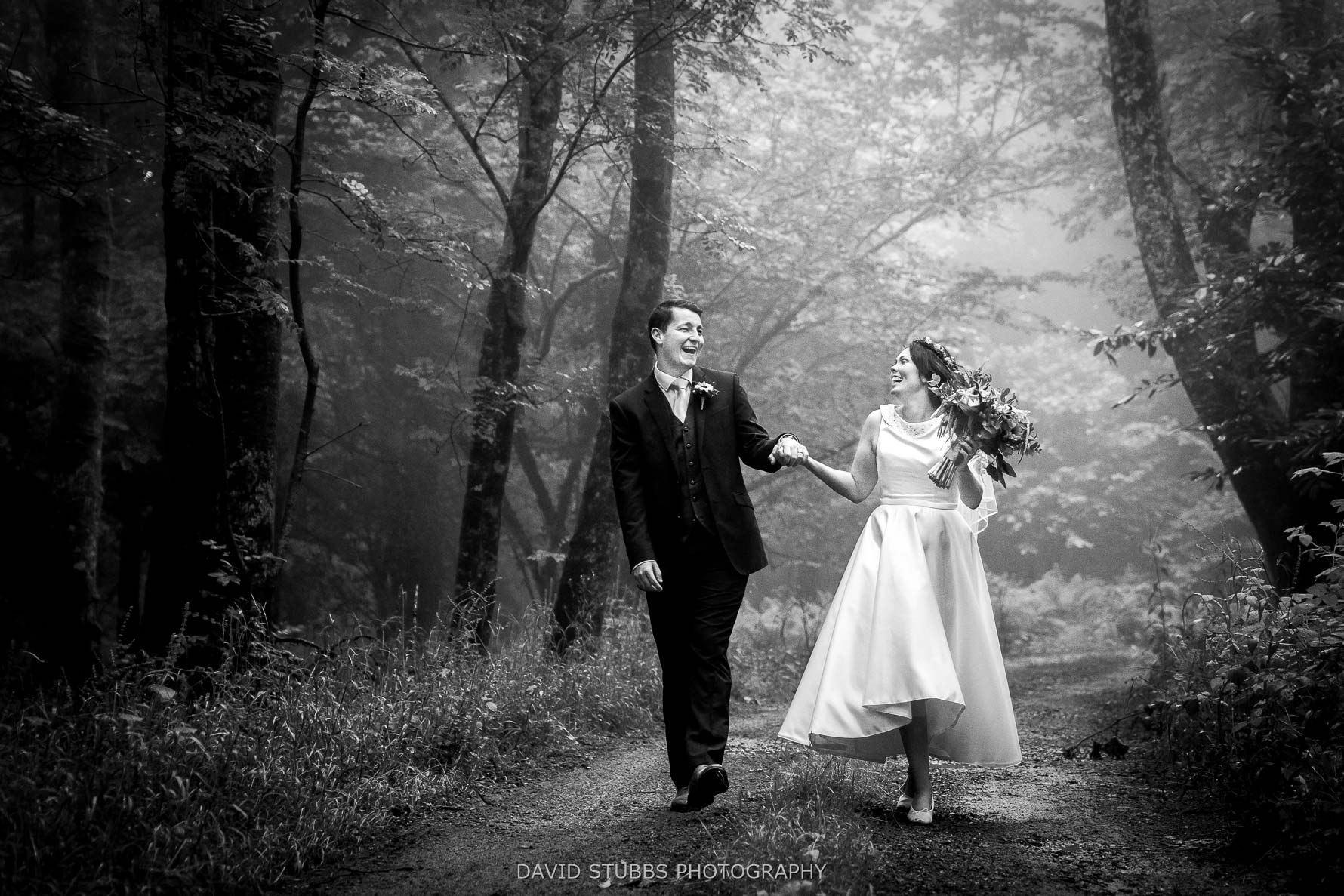 natural and relaxed wedding photos
