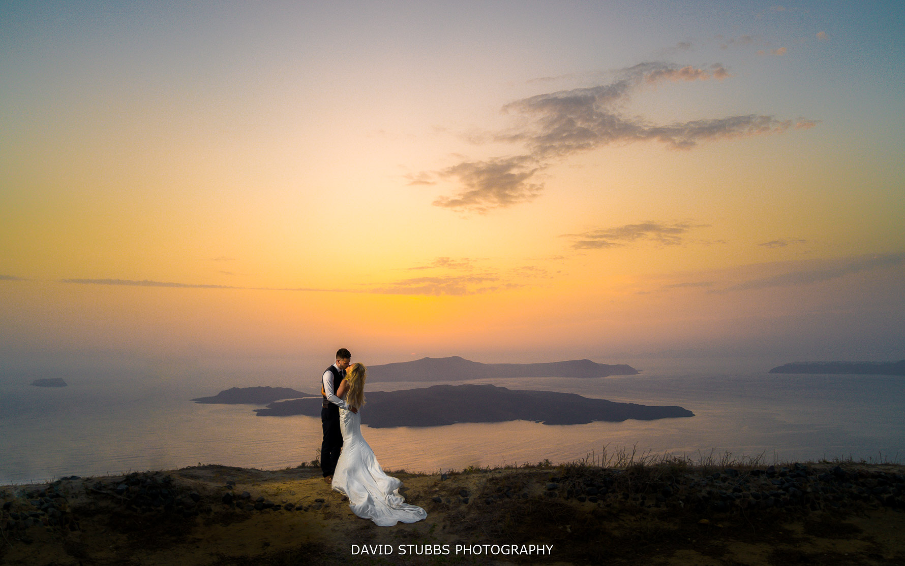photographer of weddings at Santorini
