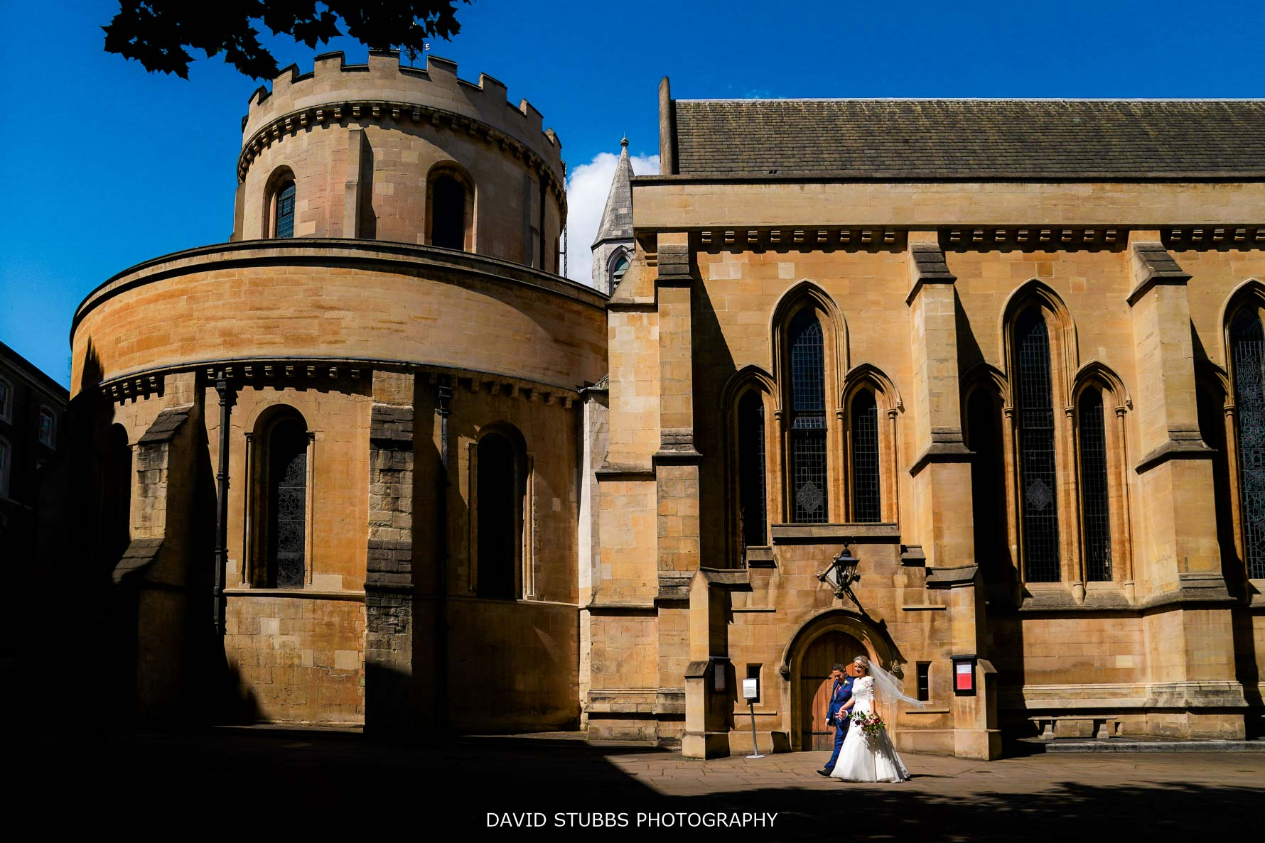 wedding photo outside temple church