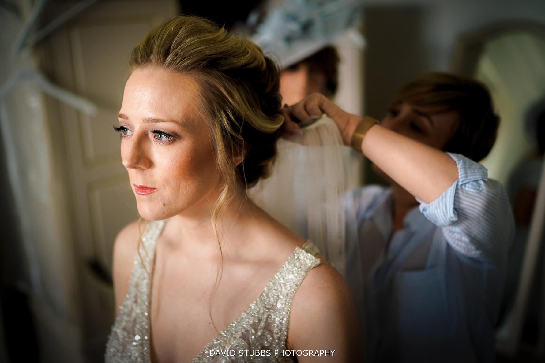 veil being put in brides hair