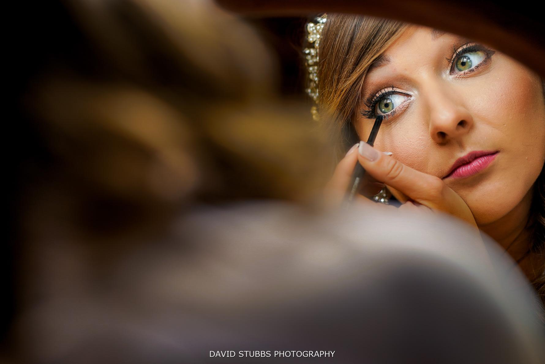 applying eye make-up before maunsel house wedding