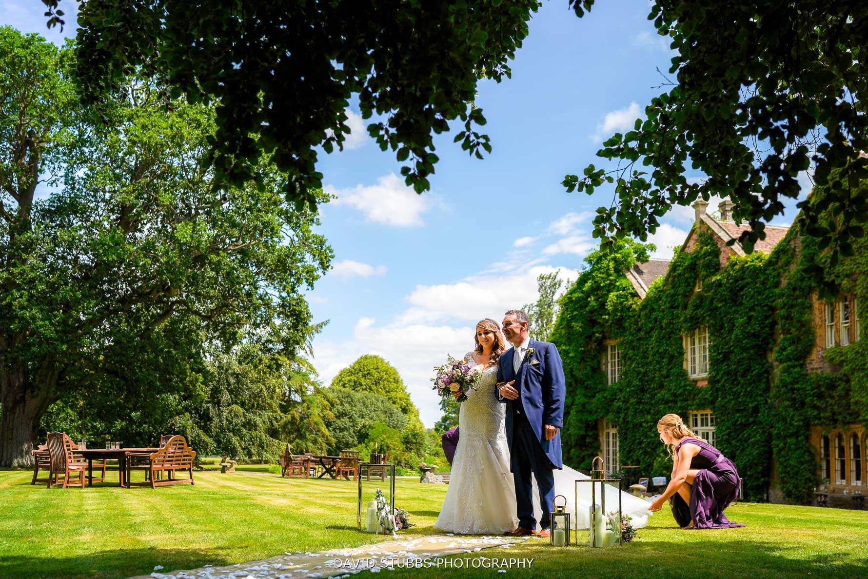 outdoor wedding at maunsel House