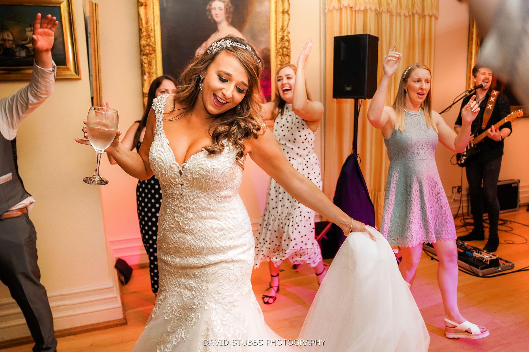 bide dancing at her wedding